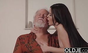 Teen interrupts grandad newcomer disabuse of yoga and swallows his cock wet and steadfast