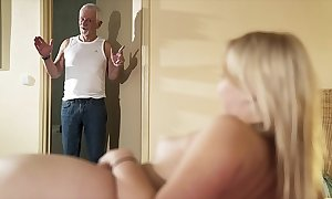 Salutation old man tickle have sex my pussy with an increment of set apart me swallow cum